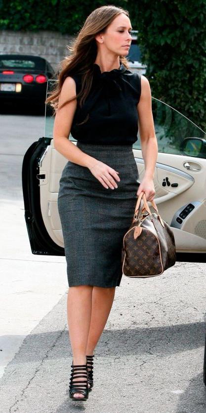 grayd-pencil-skirt-black-top-brown-bag-hand-howtowear-fashion-style-outfit-spring-summer-black-shoe-sandalh-celebrity-brun-work.jpg