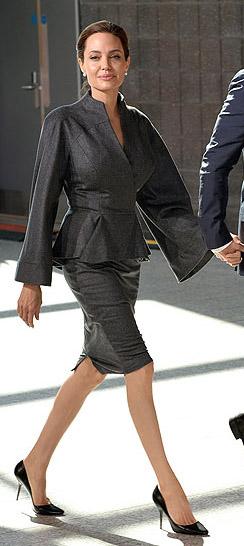 grayd-pencil-skirt-grayd-jacket-suit-black-shoe-pumps-angelinajolie-fall-winter-brun-dinner.jpg