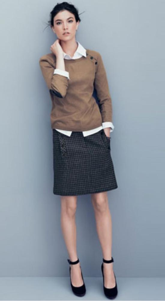 grayd-pencil-skirt-white-collared-shirt-tan-sweater-bun-howtowear-style-fashion-fall-winter-black-shoe-pumps-anklestrap-brun-work.jpg