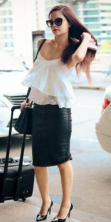 black-pencil-skirt-brun-sun-black-bag-black-shoe-pumps-white-cami-spring-summer-lunch.jpg
