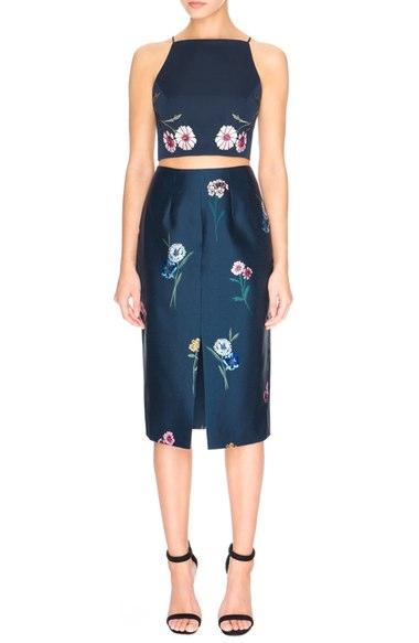 black-pencil-skirt-black-top-crop-floral-print-howtowear-style-fashion-spring-summer-matchingset-black-shoe-sandalh-dinner.jpg