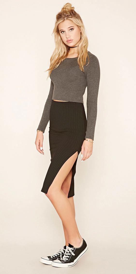 black-pencil-skirt-grayd-tee-crop-howtowear-style-fashion-fall-winter-black-shoe-sneakers-blonde-lunch.jpg