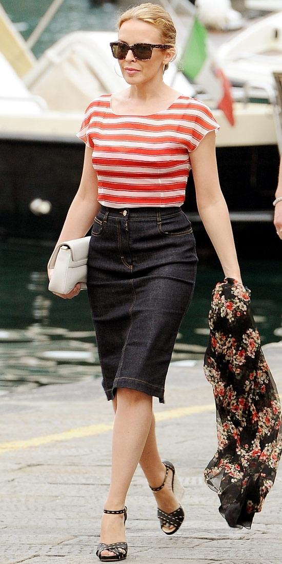 black-pencil-skirt-red-tee-stripe-sun-black-shoe-sandalw-white-bag-clutch-kylieminogue-bun-howtowear-fashion-style-outfit-spring-summer-blonde-lunch.jpg