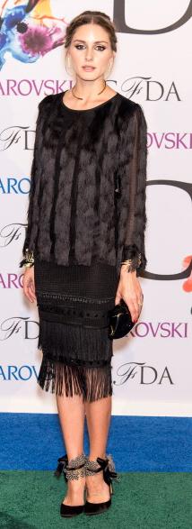 black-pencil-skirt-black-top-mono-black-shoe-pumps-necklace-bun-oliviapalermo-style-fall-winter-hairr-dinner.jpg