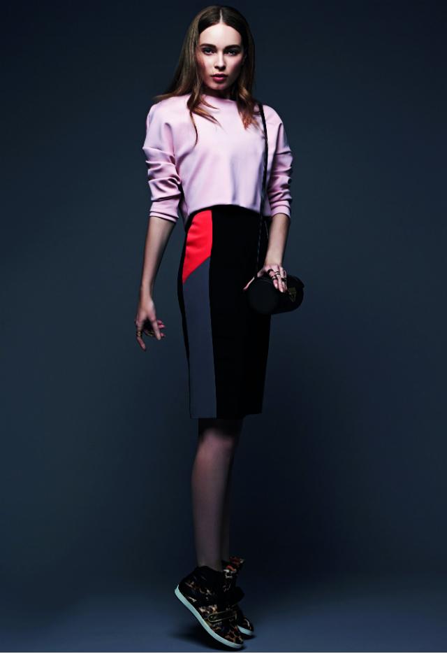 black-pencil-skirt-r-pink-light-sweater-howtowear-style-fashion-spring-summer-black-bag-black-shoe-sneakers-hairr-dinner.jpg