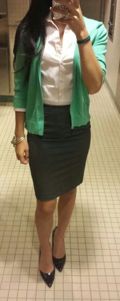 grayd-pencil-skirt-white-collared-shirt-green-emerald-cardigan-howtowear-fashion-style-outfit-spring-summer-black-shoe-pumps-work.jpg