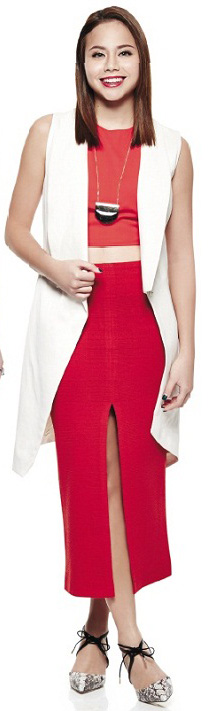 red-midi-skirt-red-top-crop-white-vest-tailor-necklace-pend-white-shoe-pumps-snakeskin-wear-outfit-spring-summer-brun-lunch.jpg