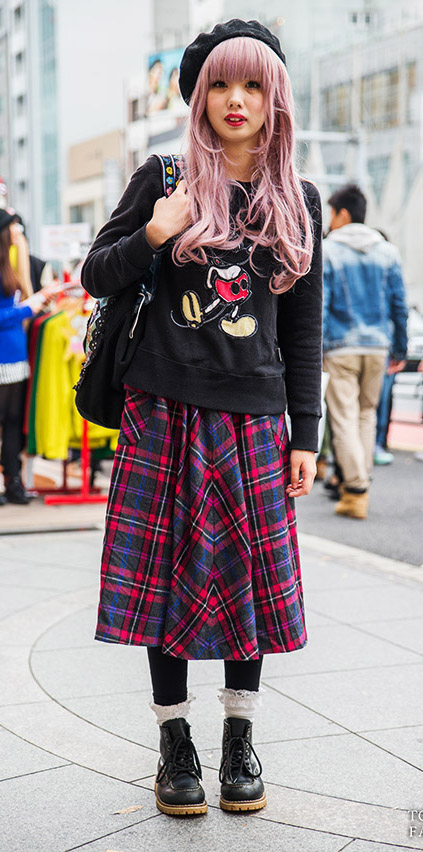 red-midi-skirt-black-sweater-sweatshirt-black-tights-wear-outfit-fall-winter-black-shoe-booties-plaid-graphic-beret-japan-fashion-hairr-weekend.jpg