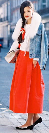 red-midi-skirt-white-tee-blue-light-jacket-jean-braid-white-bag-black-shoe-flats-wear-outfit-fall-winter-brun-lunch.jpg