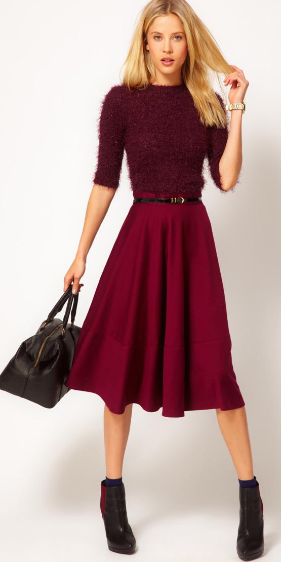 r-burgundy-midi-skirt-r-burgundy-sweater-belt-black-bag-socks-wear-outfit-fall-winter-black-shoe-booties-fashion-blonde-dinner.jpg