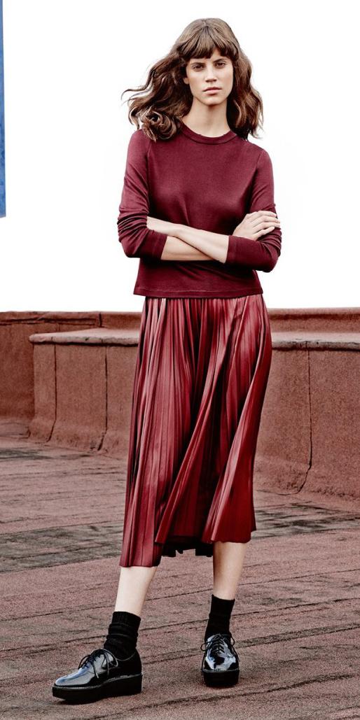 burgundy-midi-skirt-pleat-socks-black-shoe-brogues-burgundy-sweater-brun-fall-winter-lunch.jpg