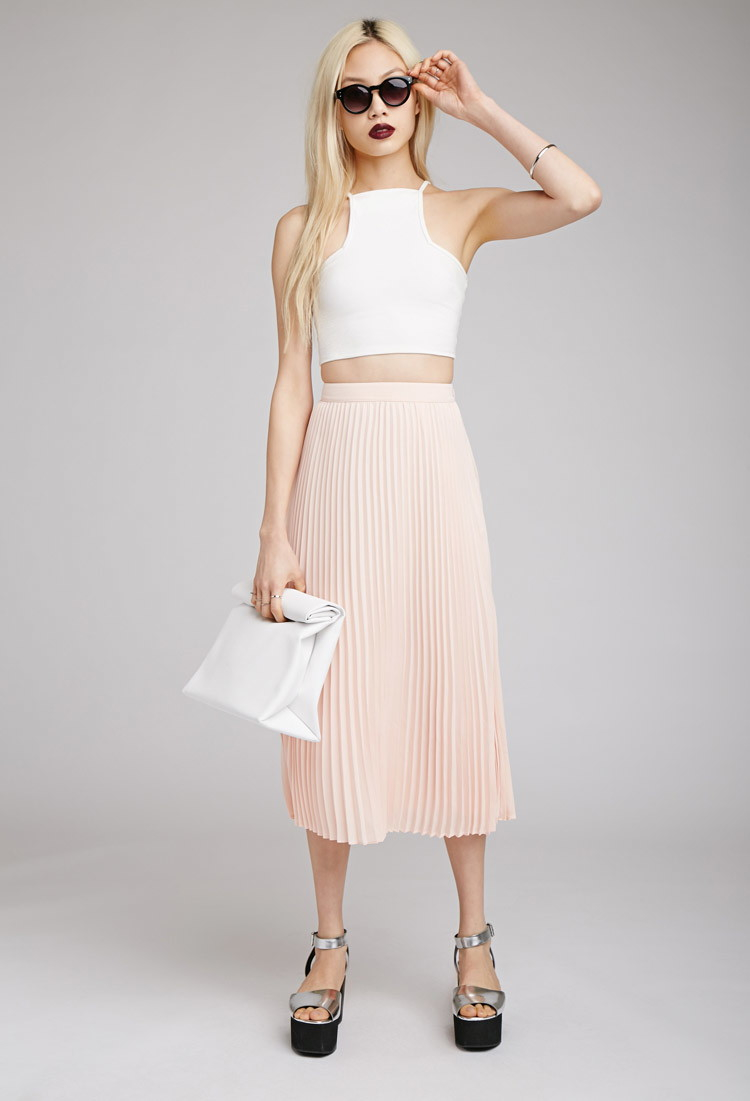 pink-light-midi-skirt-white-crop-top-sun-white-bag-gray-shoe-sandalw-spring-summer-blonde-lunch.jpg