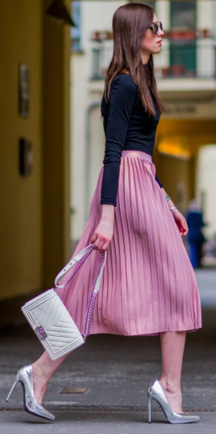 pink-light-midi-skirt-pleated-black-tee-white-bag-gray-shoe-pumps-fall-winter-brun-dinner.jpg