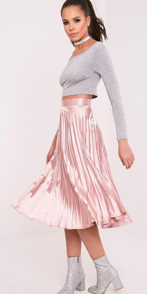 pink-light-midi-skirt-pleated-grayl-crop-top-choker-pony-gray-shoe-booties-silver-spring-summer-brun-dinner.jpg