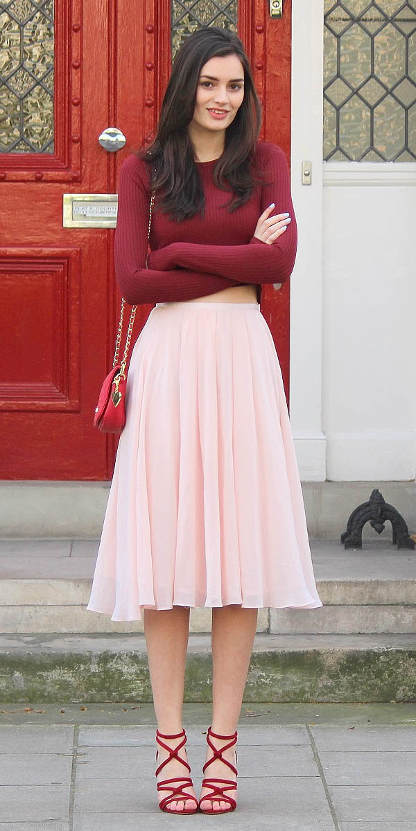 pink-light-midi-skirt-burgundy-crop-top-valentinesday-red-bag-red-shoe-sandalh-tonal-spring-summer-brun-dinner.JPG