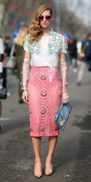 r-pink-light-midi-skirt-white-top-lace-plastic-jacket-tan-shoe-pumps-blue-bag-clutch-sun-milan-italy-howtowear-fashion-style-outfit-spring-summer-hairr-dinner.jpg