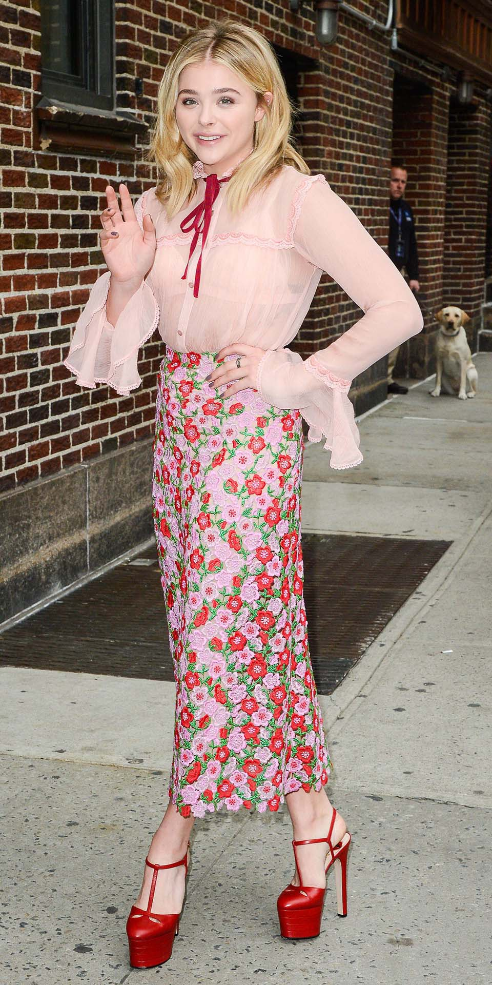 pink-light-midi-skirt-pink-light-top-blouse-peasant-floral-print-red-shoe-pumps-spring-summer-blonde-dinner.jpg