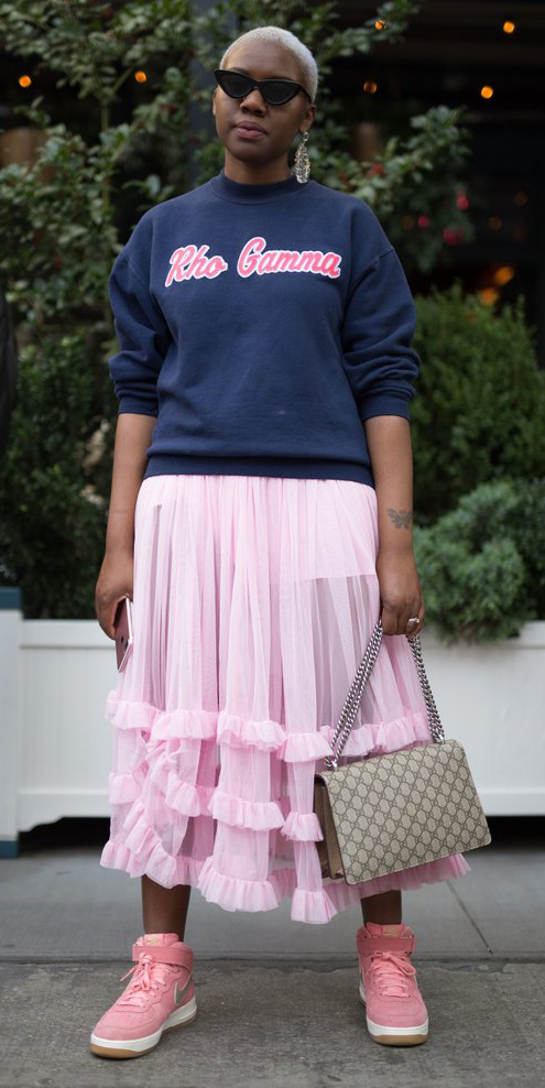 pink-light-midi-skirt-blue-navy-sweater-sweatshirt-graphic-tan-bag-pink-shoe-sneakers-sun-spring-summer-weekend.jpg