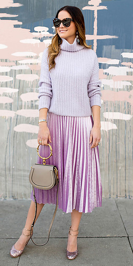 pink-light-midi-skirt-pleat-purple-light-sweater-turtleneck-hairr-earrings-tan-bag-pink-shoe-pumps-fall-winter-lunch.jpg