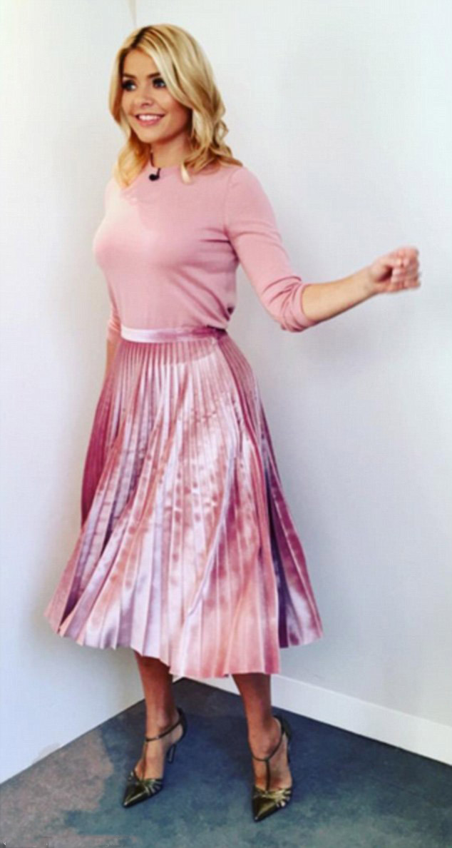pink-light-midi-skirt-pink-light-sweater-pleated-green-shoe-pumps-spring-summer-blonde-lunch.jpg