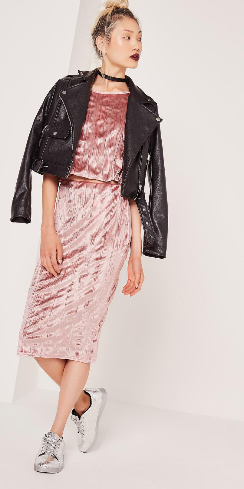 pink-light-midi-skirt-pink-light-sweater-matchset-gray-shoe-sneakers-silver-metallic-velvet-choker-bun-black-jacket-moto-fall-winter-blonde-weekend.jpg