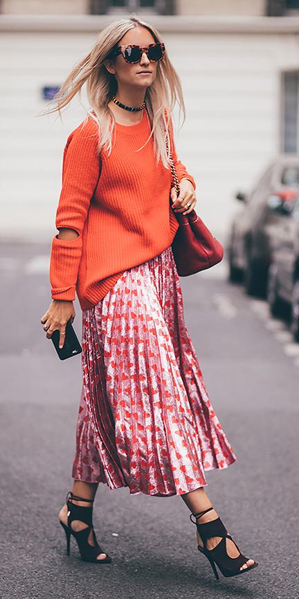 pink-magenta-midi-skirt-heart-print-orange-sweater-blonde-choker-sun-black-shoe-sandalh-howtowear-valentinesday-outfit-fall-winter-lunch.jpg