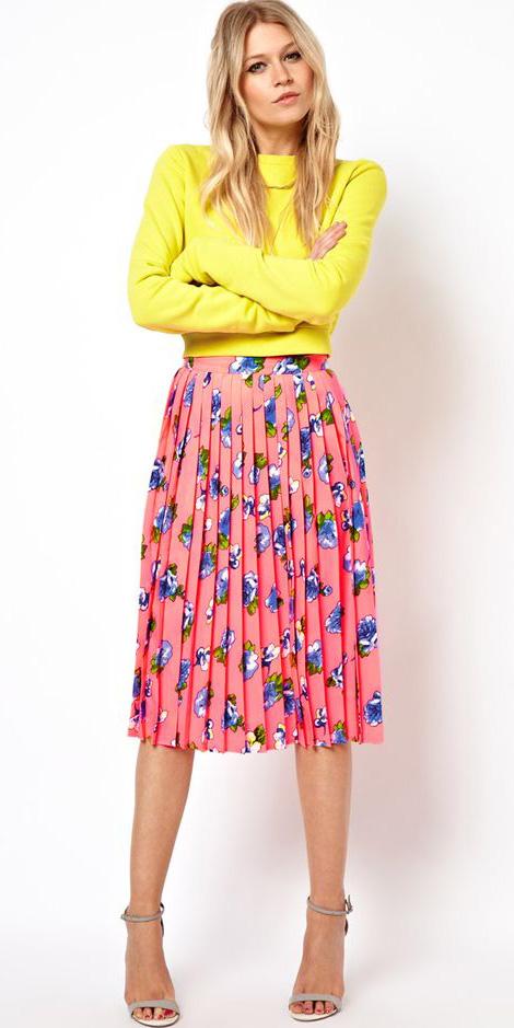 pink-magenta-midi-skirt-pleated-floral-print-yellow-sweater-tan-shoe-sandalh-spring-summer-blonde-lunch.jpg