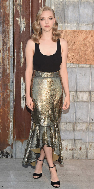 o-tan-midi-skirt-black-top-tank-black-shoe-sandalh-amandaseyfried-gold-wear-outfit-fall-winter-fashion-celebrity-blonde-dinner.jpg
