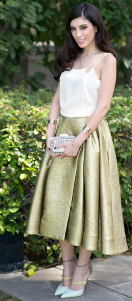 o-tan-midi-skirt-white-cami-metallic-gold-wear-outfit-spring-summer-white-shoe-pumps-evening-brun-dinner.jpg