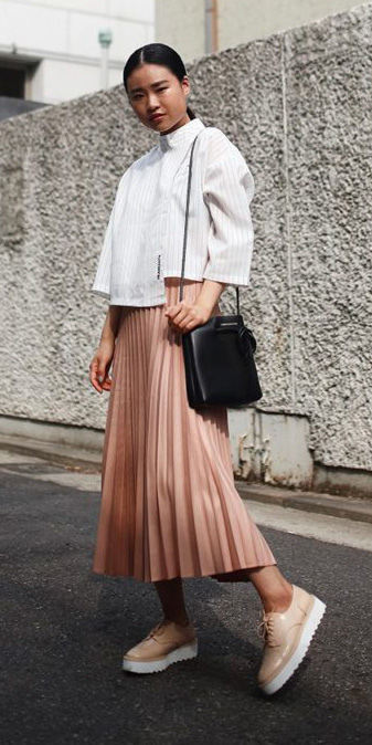 tan-midi-skirt-white-top-boxy-pleated-tan-shoe-brogues-pony-black-bag-fall-winter-brun-lunch.jpg