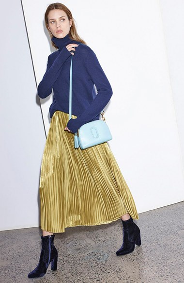 o-tan-midi-skirt-blue-navy-sweater-turtleneck-pleat-wear-outfit-fall-winter-blue-bag-blue-shoe-booties-blonde-dinner.jpg