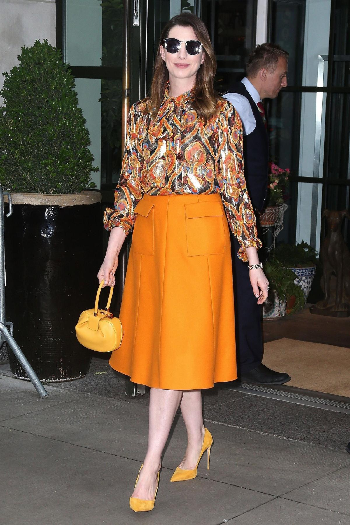 orange-midi-skirt-print-yellow-shoe-pumps-yellow-bag-orange-top-blouse-peasant-hairr-sun-annehathaway-fall-winter-dinner.jpg