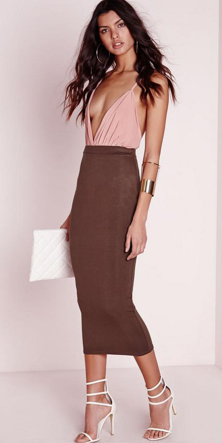 brown-midi-skirt-pink-light-top-white-bag-clutch-hoops-bracelet-white-shoe-sandalh-spring-summer-brun-dinner.jpg