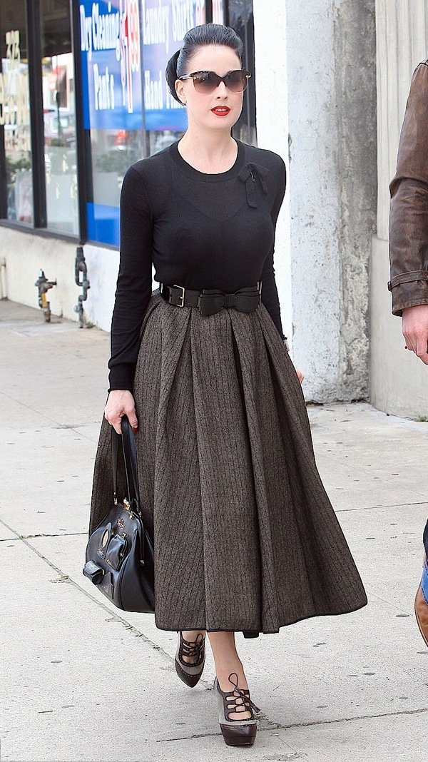 o-brown-midi-skirt-black-sweater-wide-belt-pony-sun-brown-shoe-booties-black-bag-wear-outfit-fall-winter-fashion-brun-dinner.jpg