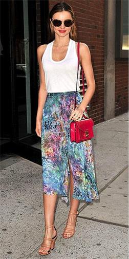blue-light-midi-skirt-white-top-tank-sun-mirandakerr-wear-outfit-spring-summer-tan-shoe-sandalh-celebrity-classic-streetstyle-red-bag-hairr-lunch.jpg