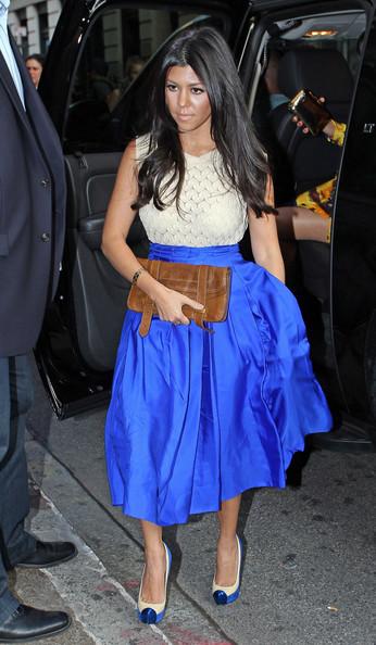 blue-med-midi-skirt-white-top-white-shoe-pumps-spring-summer-brun-dinner.jpg