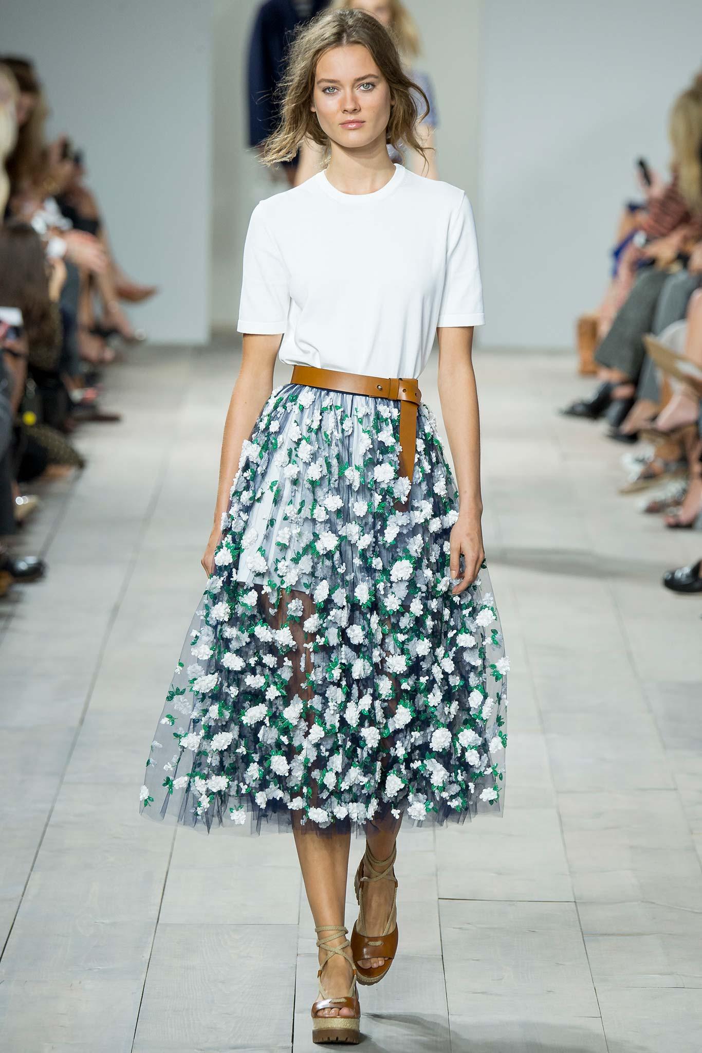 blue-med-midi-skirt-white-tee-belt-print-wear-outfit-spring-summer-cognac-shoe-sandalw-pony-runway-hairr-lunch.jpg