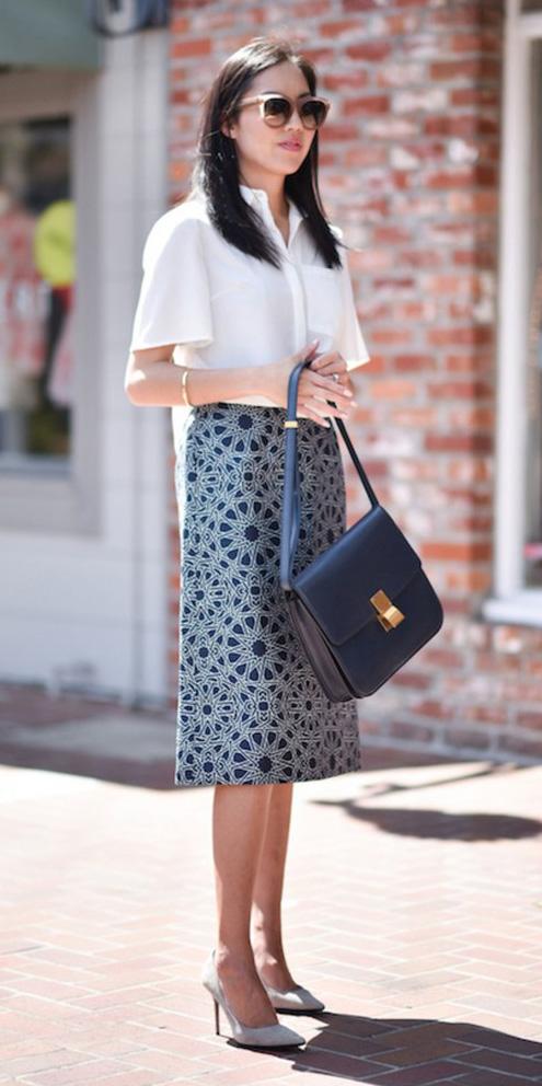 blue-med-midi-skirt-print-white-top-blouse-blue-bag-sun-white-shoe-pumps-spring-summer-brun-work.jpg