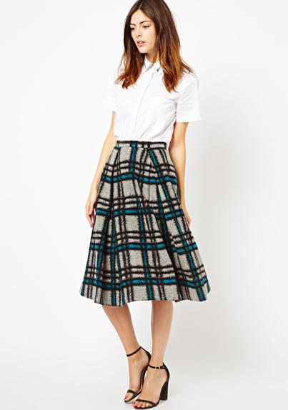 blue-med-midi-skirt-white-top-blouse-wear-outfit-spring-summer-black-shoe-sandalh-plaid-teal-hairr-work.jpg
