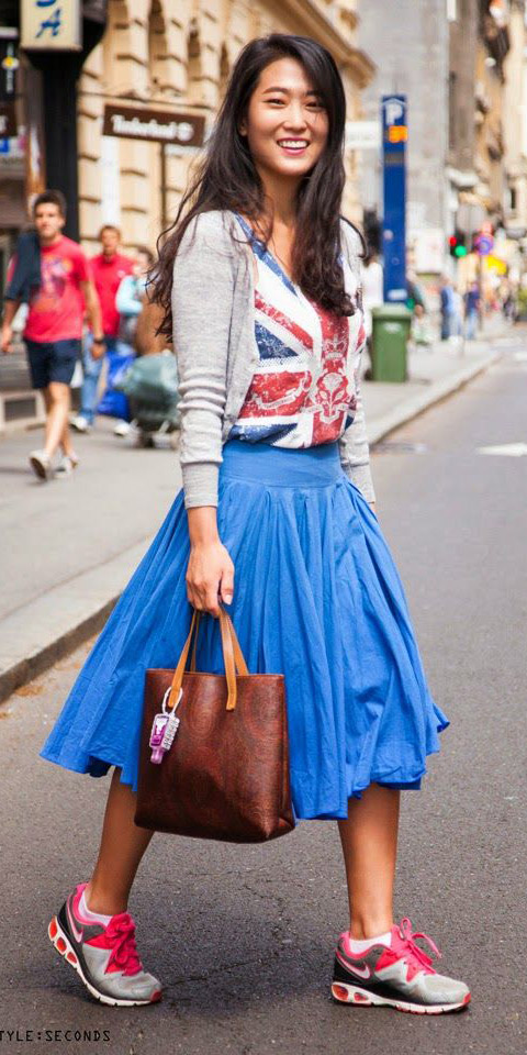 blue-med-midi-skirt-red-tee-grayl-cardigan-wear-outfit-spring-summer-magenta-shoe-sneakers-streetstyle-brun-weekend.jpg