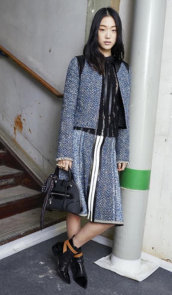 blue-med-midi-skirt-black-top-blouse-blue-med-jacket-tweed-matching-wear-outfit-fall-winter-fashion-black-shoe-booties-black-bag-hand-brun-work.jpg