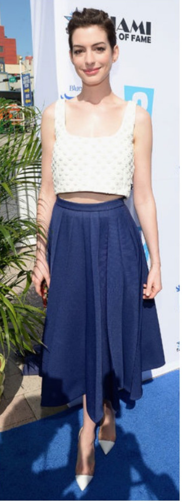 blue-navy-midi-skirt-white-top-crop-annehathaway-white-shoe-pumps-wear-fashion-style-spring-summer-brun-dinner.jpg