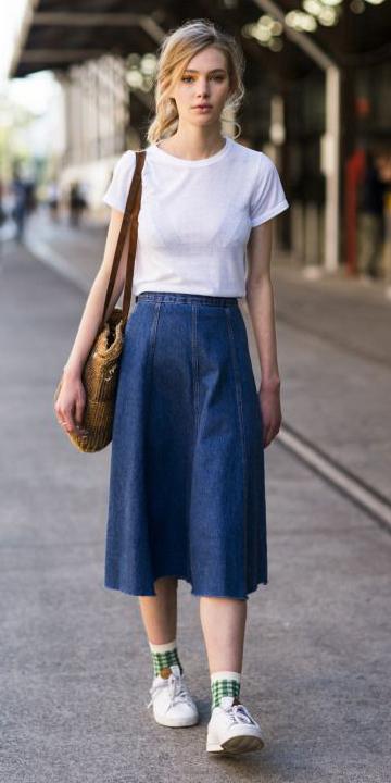 blue-navy-midi-skirt-white-tee-tan-bag-pony-green-socks-jean-wear-outfit-spring-summer-white-shoe-sneakers-blonde-weekend.jpg