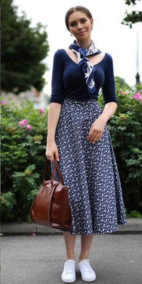 blue-navy-midi-skirt-print-blue-navy-tee-blue-navy-scarf-neck-bun-hairr-white-shoe-sneakers-brown-bag-spring-summer-weekend.jpg