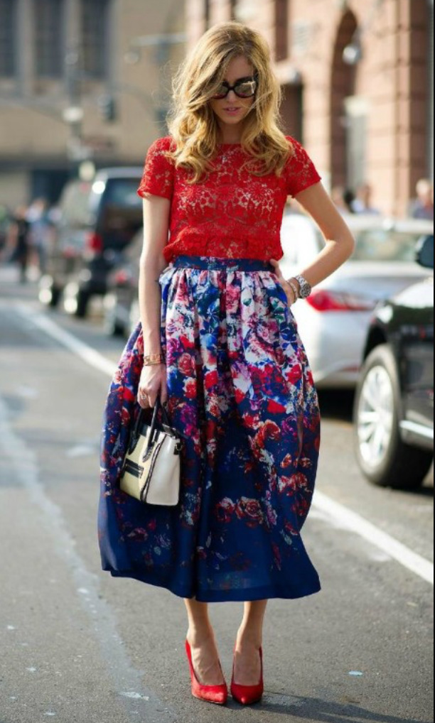 blue-navy-midi-skirt-red-top-lace-floral-print-wear-fashion-style-spring-summer-red-shoe-pumps-white-bag-sun-blonde-dinner.jpg