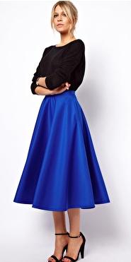 blue-navy-midi-skirt-black-sweater-colbalt-black-shoe-sandalh-bun-wear-outfit-fall-winter-fashion-blonde-dinner.jpg