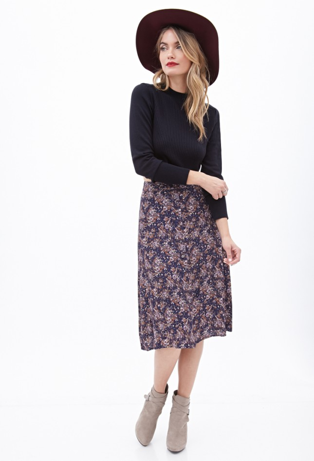 purple-light-midi-skirt-black-tee-floral-print-wear-outfit-fall-winter-tan-shoe-booties-fashion-hat-blonde-lunch.jpg
