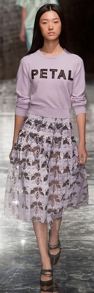 purple-light-midi-skirt-purple-light-sweater-sweatshirt-print-lavender-black-shoe-pumps-graphic-wear-outfit-spring-summer-runway-brun-lunch.jpg