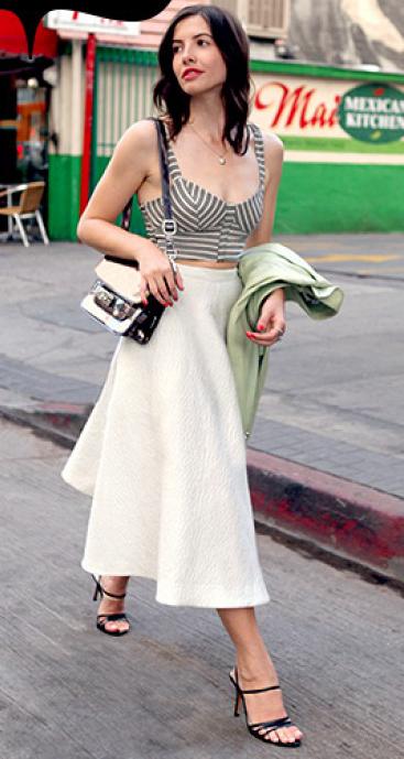 white-midi-skirt-grayl-top-bustier-black-shoe-sandalh-white-bag-wear-outfit-spring-summer-brun-lunch.jpg