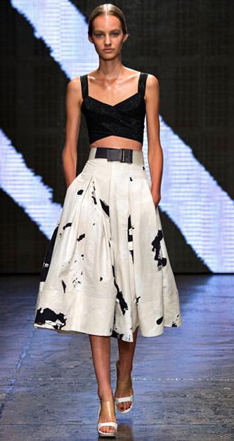 white-midi-skirt-black-top-bustier-bralette-bun-print-wear-outfit-spring-summer-white-shoe-sandalh-runway-hairr-dinner.jpg
